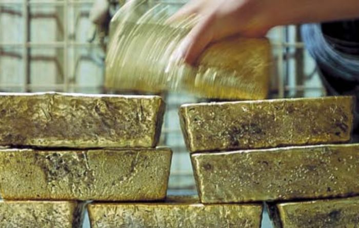 Gold demand plummets to 13-year low in Q4
