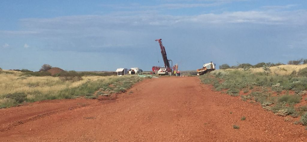 Big Pilbara conglomerate gold play swings back into action