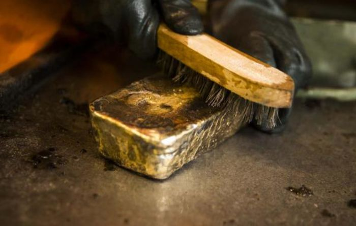 Gold sector steady, despite price drop