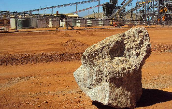 Altura fights back as Pilbara circles