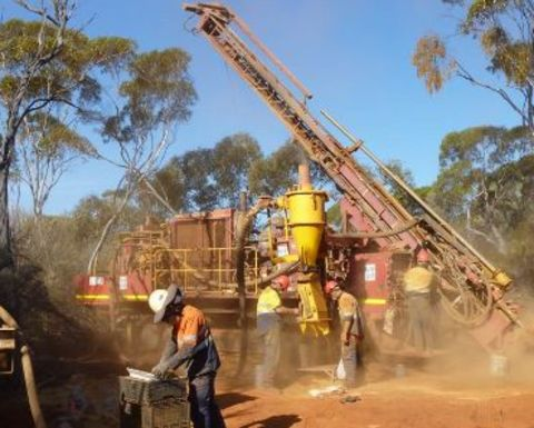 Macarthur in $200M iron ore deal