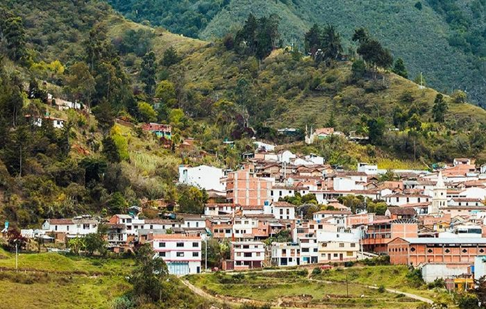 Minesa does some California dreaming in Colombia