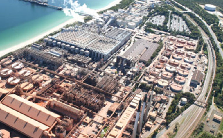 Alcoa mulls smelting and refinery closures